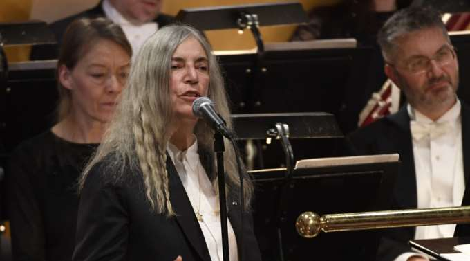 Patti Smith's Dylan song Dec 10 2016